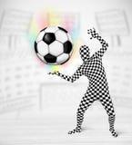 充分的身体衣服holdig足球的人 图库摄影