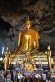 充分的金黄菩萨雕象泰国 免版税库存图片