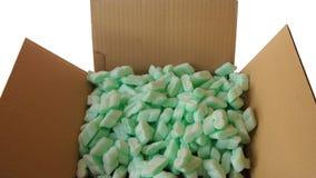 充分皱纸板箱子顶视图绿色泡沫塑料片断  免版税库存图片