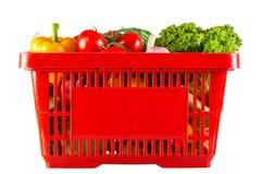 充分红色塑料篮子维生素 库存图片
