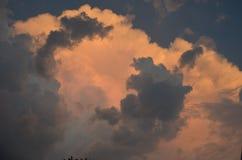 充分红色天空云彩 免版税库存图片