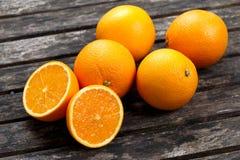 充分美丽的桔子果子和切 有维生素的富有 免版税库存照片