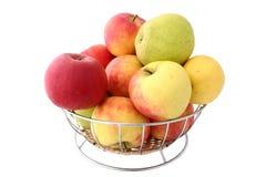 充分苹果的篮子 免版税库存图片