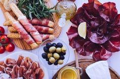 充分表地中海开胃菜 库存图片