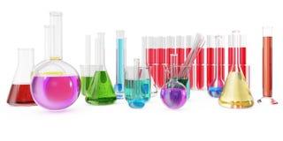 充分透明玻璃化工烧瓶上色在背景隔绝的液体和空的烧杯 3d翻译 免版税图库摄影