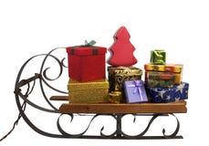 充分雪撬与圣诞节礼物 免版税库存图片
