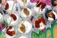 充分玻璃食物作为一道开胃菜用茄子和蕃茄 库存照片