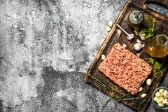 充塞用草本和橄榄油的肉末 库存照片