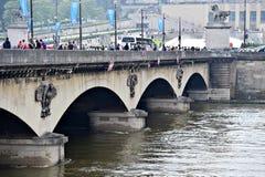 巴黎充斥与塞纳河水平被投下到法线 库存照片