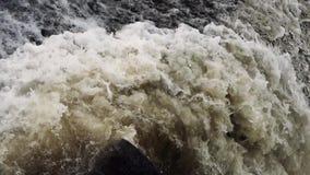 充斥放电,滔滔瀑布赛跑,瓷黄河 股票录像