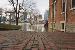 充斥2018年的俄亥俄河在辛辛那提 库存图片