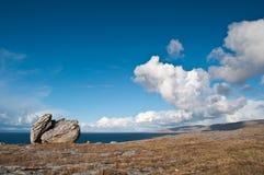 充满活力沿海爱尔兰风景的海景 图库摄影