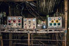充电事务在一个缅甸村庄1 库存照片