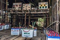 充电事务在一个缅甸村庄2 库存照片