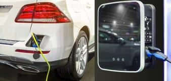 充电在停车场的电车与电车充电 免版税图库摄影