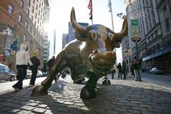 充电在更低的纽约城公牛 库存照片