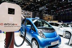 充电概念电未来派的汽车 图库摄影