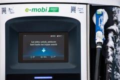 充电电岗位的汽车 EVSE电动车供应设备 免版税库存图片