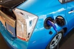 充电的点(丰田Prius) 库存照片