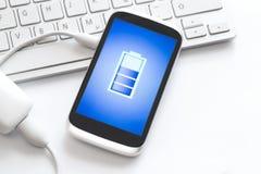 充电的移动电话 免版税库存图片