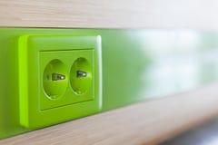 充电的绿色装置容器 库存图片