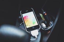 充电的iphone 图库摄影