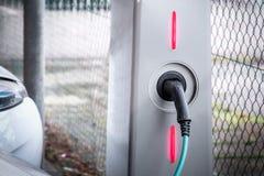 充电站电车马达生态上能承受的运输 库存照片