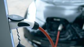 充电设备与电车一起使用 影视素材