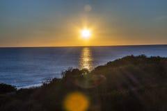 充满活力海滩的日落 库存图片