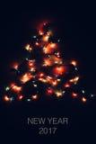 充满活力的圣诞灯形成一棵树与文本新年2017年 免版税库存图片