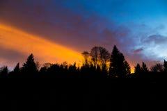 充满活力的日落云彩形成 免版税库存照片