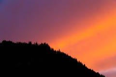 充满活力的日落云彩形成 库存照片