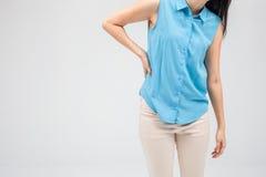 充满握她酸疼的臀部的背部疼痛的女商人 免版税图库摄影