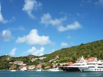 兆游艇在Gustavia在圣Barts,法属西印度群岛怀有 免版税库存照片