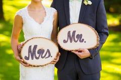 先生和Wedding Decor Signs夫人 免版税库存照片