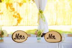 先生和Wedding Decor Signs夫人 免版税图库摄影