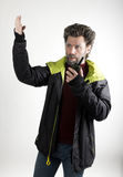 先生 送冰人侵略,他谈话在携带无线电话 免版税图库摄影