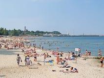 先驱,俄罗斯 在城市海滩的一个看法在夏日 图库摄影