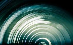 光五颜六色的抽象足迹  小点、线和bokeh在黑暗的背景 免版税库存照片