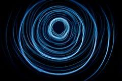 光五颜六色的抽象足迹  小点、线和bokeh在黑暗的背景 库存图片