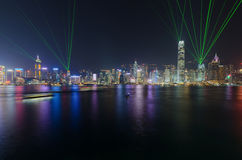 光交响乐在维多利亚港口的在晚上在香港 免版税图库摄影