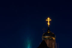 光亮正统十字架位于正统基督教会的Golden Dome 图库摄影