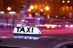 光亮的出租汽车题字 免版税库存照片