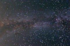 光亮的晚上满天星斗的天空 免版税库存照片