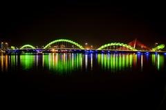 光亮龙桥梁在市岘港 免版税库存照片
