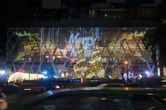 光和圣诞树装饰美好的圣诞节和新年 库存图片