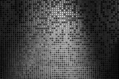 光和灰色铺磁砖的墙壁树荫抽象背景在网格图形的 免版税库存图片