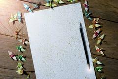 光在纸的一支铅笔结束时 免版税库存图片