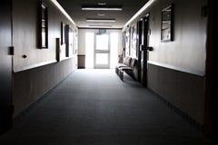 光在走廊末端 免版税库存照片