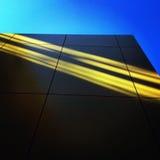 光在黄色墙壁上的 库存照片